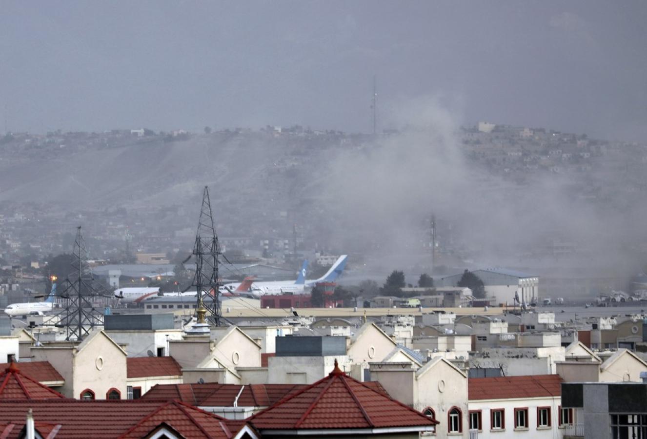 Explosões deixam mais de 70 mortos em Cabul; Isis-K assume responsabilidade pelo ataque