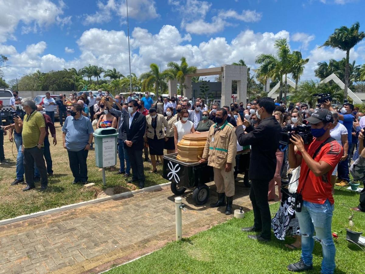 Ex-governador Lavoisier Maia é sepultado na Grande Natal
