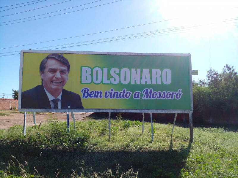 Outdoors de apoio a Bolsonaro são espalhados em Mossoró