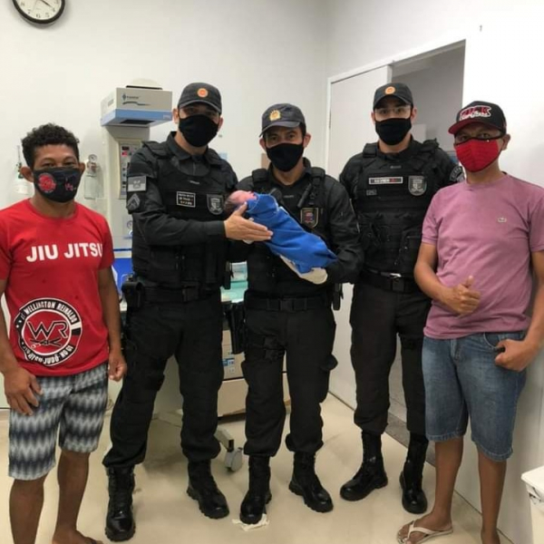 Policiais ajudam em nascimento de criança dentro de carro no RN