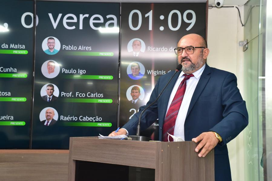 """Raério Cabeção diz que vereadora pode """"latir"""" e causa revolta"""